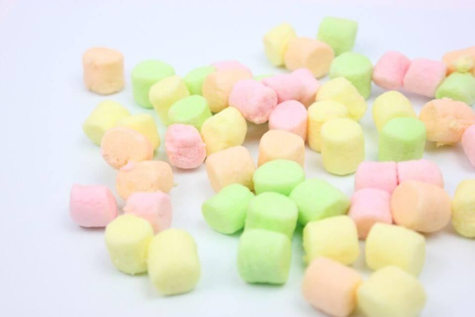 棉花糖理論的示意圖,好吃的棉花糖讓人忍不住吃掉。